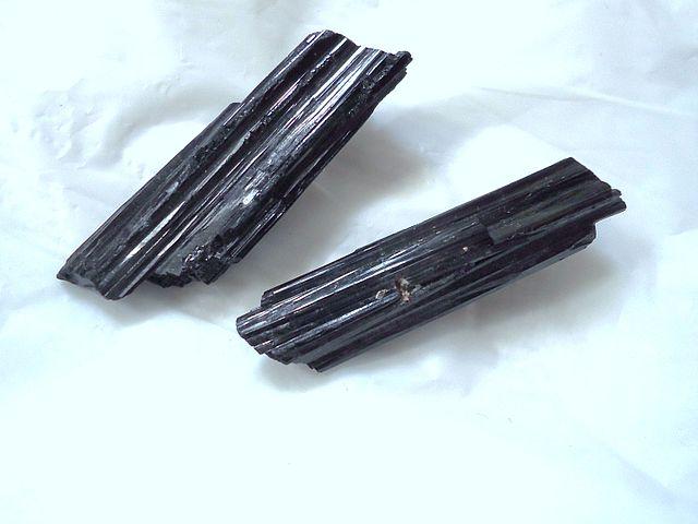 tourmaline noire pierre de protection chamique