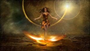 jeune femme traverse les flammes cérémonie chamanique
