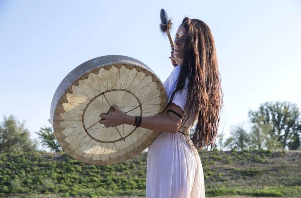 Apprendre à jouer du tambour chamanique